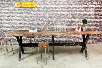 Sullivan : la très originale table mange-debout –du catalogue Produit Intérieur Brut…
